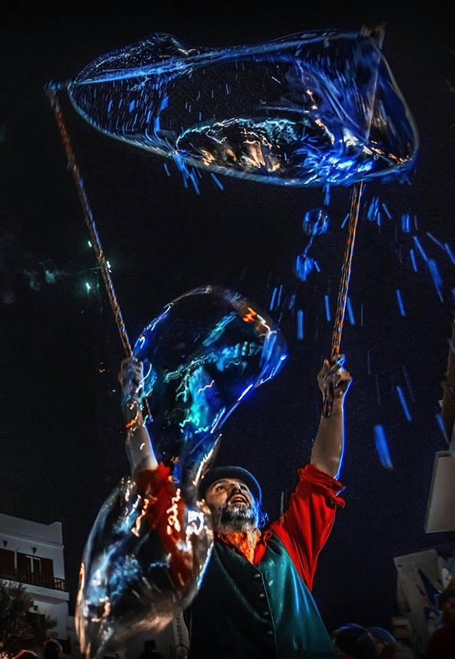παραστάσεις με εκατοντάδες σαπουνόφουσκες στην Αθήνα τα Χριστούγεννα