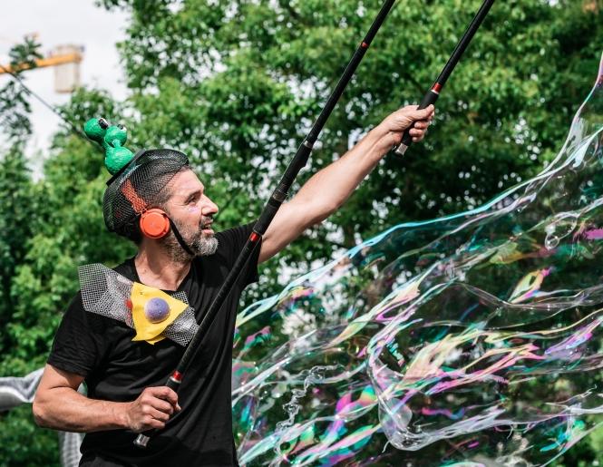 κοσμοναύτες bubble performance